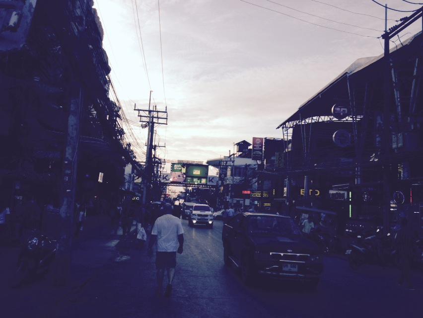 昼間のバングラ通り